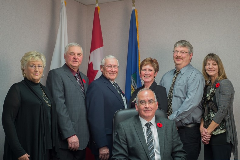 From left to right:  Marlene Anctil, Dave Filipuzzi, Bill Kovach, Shar Cartwright, Dean Ward, Doreen Glavin and Blair Painter in the centre